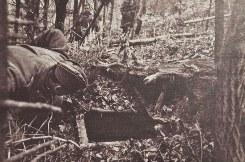 Чекісти відкривають вхід до повстанського бункера